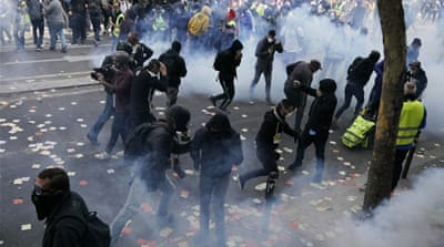 May Day: Dozens hurt as anarchists, 'yellow vests' riot in Paris