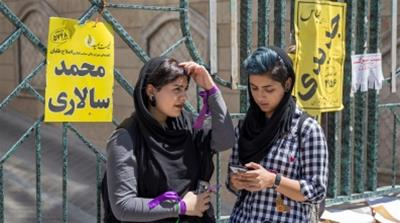 Girls use their smartphones to follow election news in Tehran, Iran. [REUTERS/TIMA]