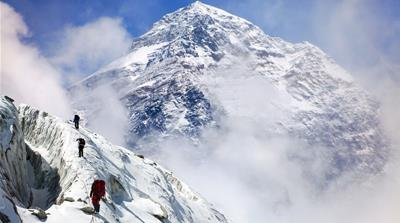 After Everest deaths, Nepal panel proposes new rules for climbers