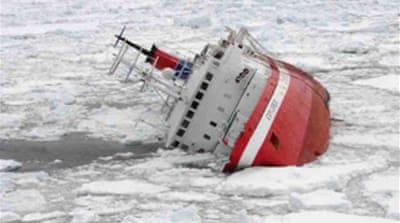 Stricken ship sinks in Antarctic