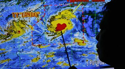 Deaths as typhoon hits Philippines