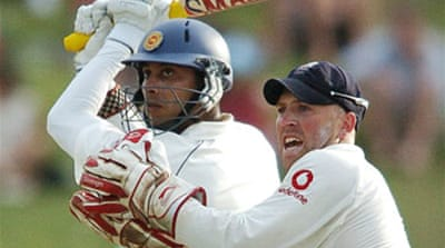 Sri Lankan duo hold firm