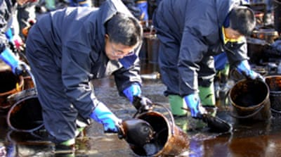 S Korea fights worst-ever oil spill