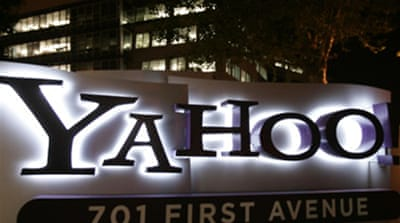 Yahoo! sued for divulging data