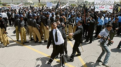 Pakistan protesters back judge
