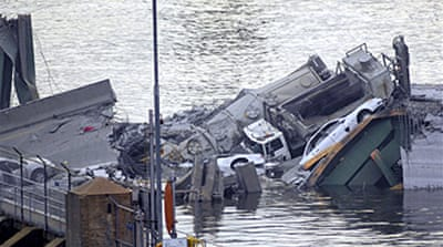 Deaths as US bridge collapses
