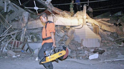 Deaths as quake strikes Indonesia