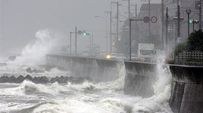 Typhoon Fitow lashes Tokyo