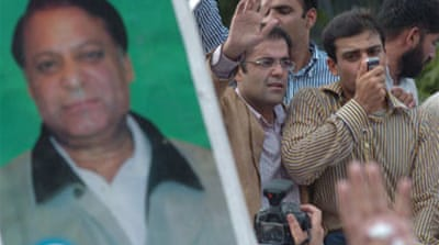 Pakistan piles pressure on Sharif