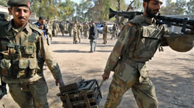 Pakistani troops 'flee border post'