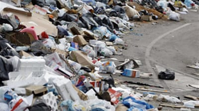 Naples residents riot over rubbish