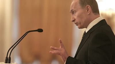 Putin cautious over 'new arms race'