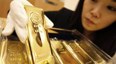 Gold hits $1,000 as dollar slides