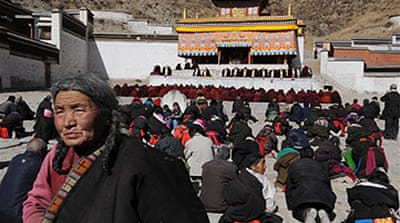 Troops 'surround' Tibet monasteries