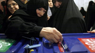 Conservatives lead Iran vote
