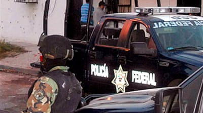 Mexico police die in gun battle