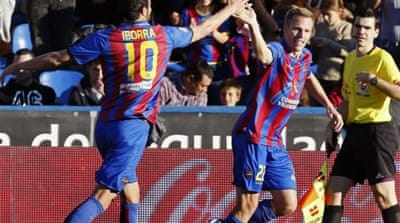 Levante midfielder Vicente Iborra celebrates putting his team ahead before half-time [EPA]