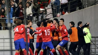 Korea's Son Heung-min (R) celebrates with Ki Sung-yueng after scoring crucial goal against Qatar [AP]