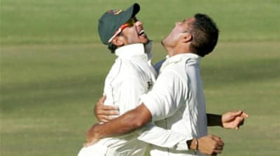 Nasir Hossain (L) and bowler Ziaur Rahman (R) celebrate big wicket of Zimbabwe captain Brendan Taylor [AFP]
