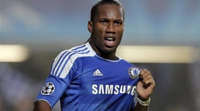 Drogba (R) formed a crucial part of the team Mourinho led to two Premier League titles [EPA]