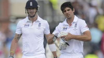 Cook (R) and Pietersen were part of the Test side that topped the rankings in 2011 [REUTERS]