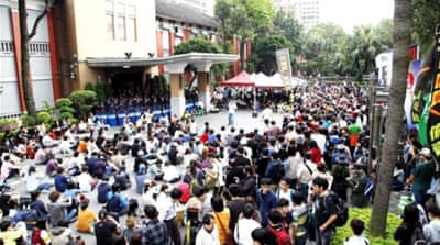 Thousands of Taiwanese protest China pact