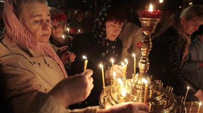 Ukrainians hold lit candles commemorating the 28th anniversary of the Chernobyl nuclear disaster in Kiev [AP]