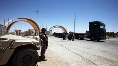 Jordanian exporters say they fear being kidnapped by armed groups when bringing goods into Iraq [Getty Images]