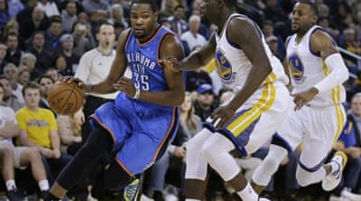 Durant (left) helped the Thunder improve to 19-20 [AP]