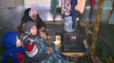 Syrian refugees: Lebanon's camp conditions worsen in the cold