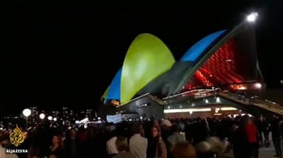 Protests against Sydney Opera House promoting horse race