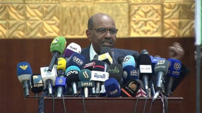 Sudan unrest: Omar al-Bashir refuses to step down