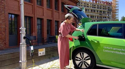 How realistic is it to maintain the charge of electric cars?