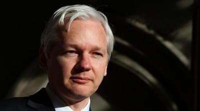 Assange threatens to sue Australia's PM