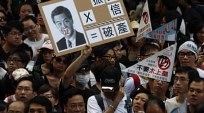 HK falls out of love with Leung