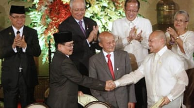Philippines and Muslim rebels sign peace plan