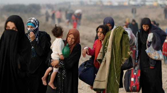 Iraquis flee before Mosul battle