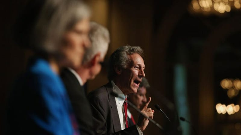 The Constitution Party's Virgil Goode (C) makes a point as Jill Stein (L) from the Green Party, Rocky Anderson (2nd L) of the Justice Party and Libertarian Gary Johnson (R) look on [AFP]