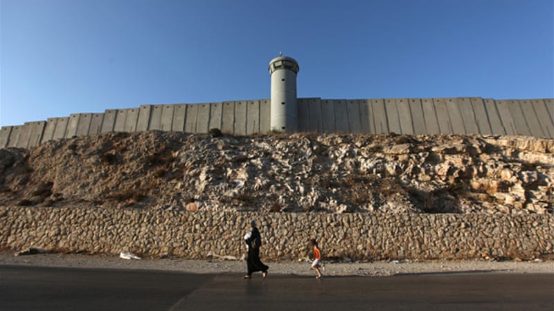 comparing fences and ysrael Are israel and apartheid south africa really different as far as discriminatory practices are concerned, it's hard to find differences between white rule in south africa and israeli rule in the territories for example, separate areas and separate laws.