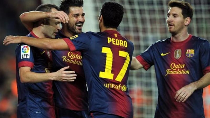 Barca's David Villa (2nd L) celebrates with teammates after scoring against Zaragoza [AFP]