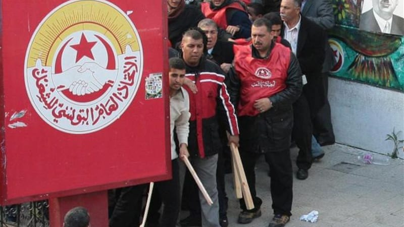 Government supporters attack Tunisia union