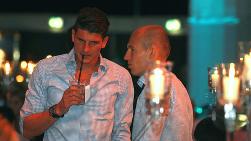 Germany player Mario Gomez (L) and Bayern teammate Arjen Robben (R) after Champions League loss [GETTY]