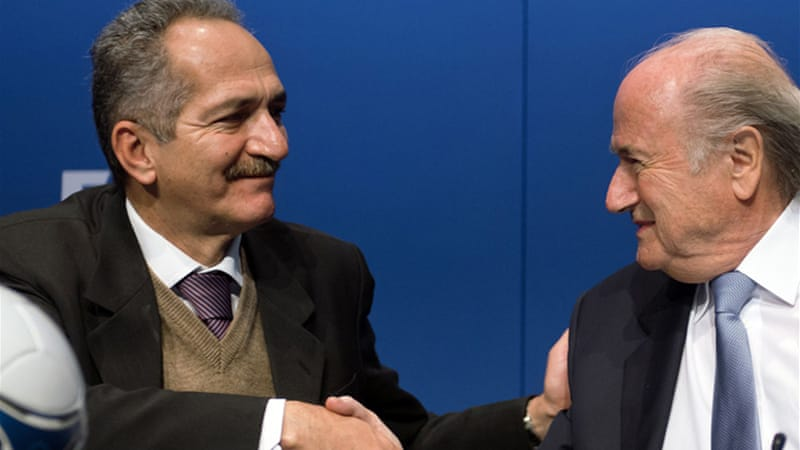No hard feelings: Brazilian Sports Minister Aldo Rebelo (L) shakes hands with FIFA president Joseph Blatter [AFP]