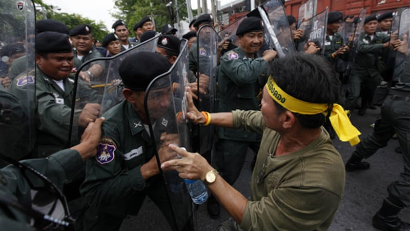There were minor scuffles between policemen and yellow shirt supporters of the PAD outside parliament [Reuters]