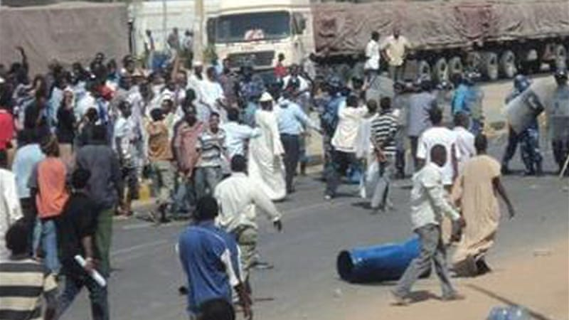 Demonstrators blocked a street in Khartoum while chanting 'no, no to inflation' [Sherehan Abdulmutti/Twitter]