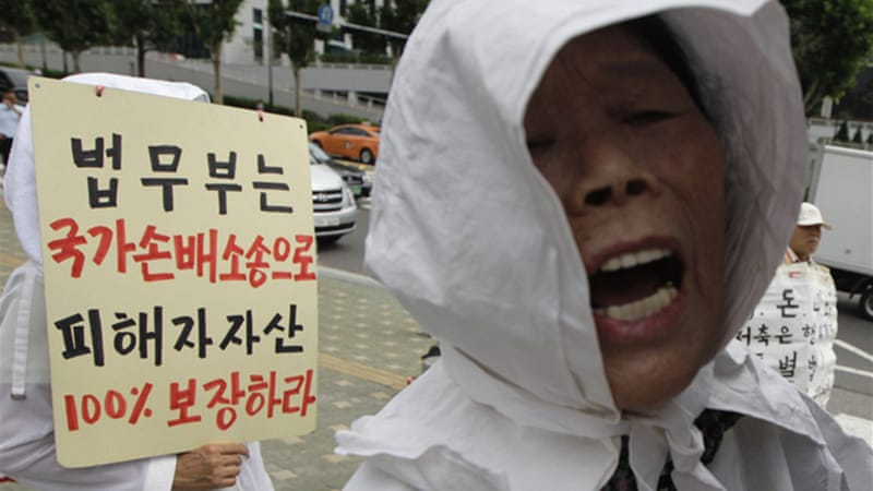 Enraged protesters have thrown eggs at Lee and grabbed his tie as he entered the court in Seoul [Reuters]