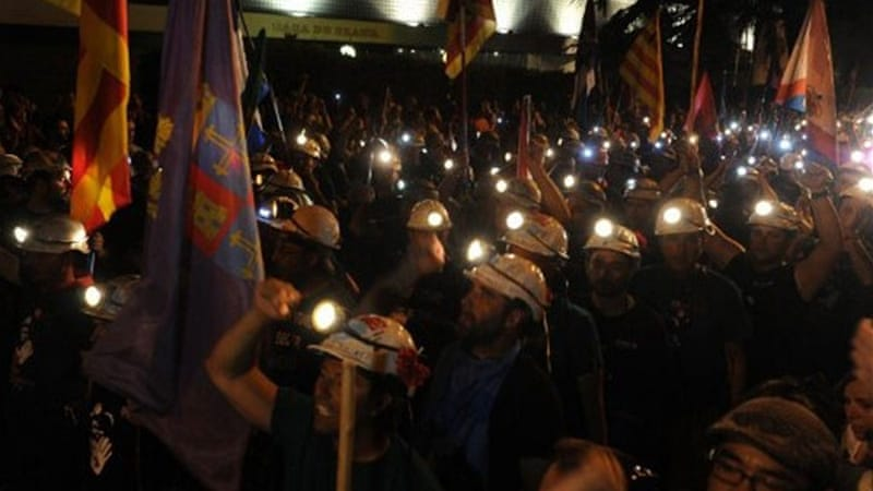 The protesting miners, wearing hard hats, were joined by thousands of sympathisers in Madrid [AFP]
