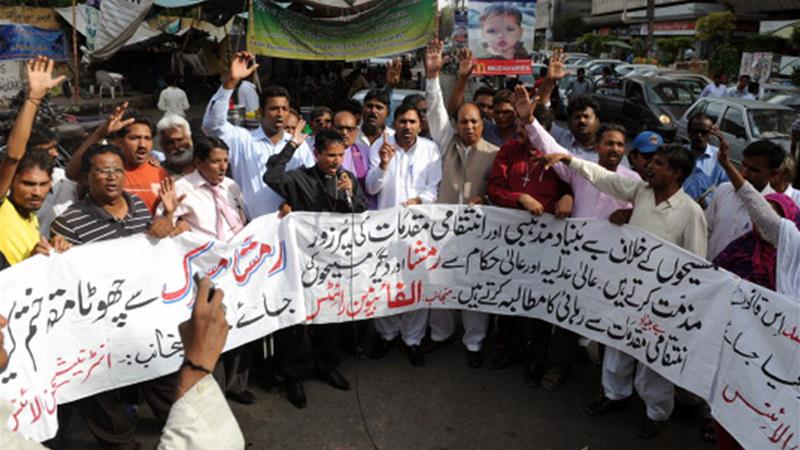 Members of the International Christian Alliance in Karachi chant slogans in support of the accused girl [Reuters]