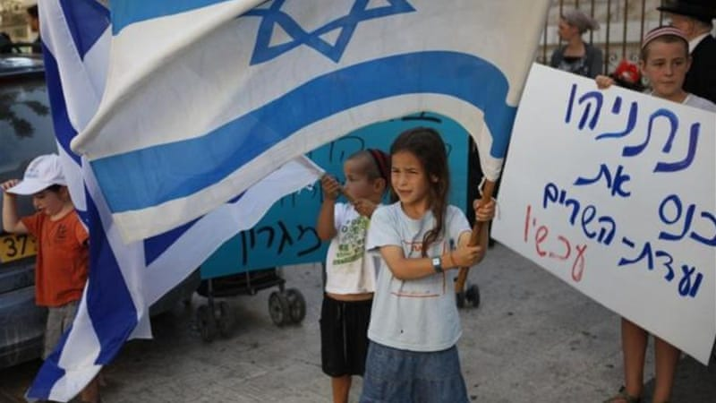 An Israeli child holds a placard calling for Netanyahu to postpone the evacuation of Migron [AFP]