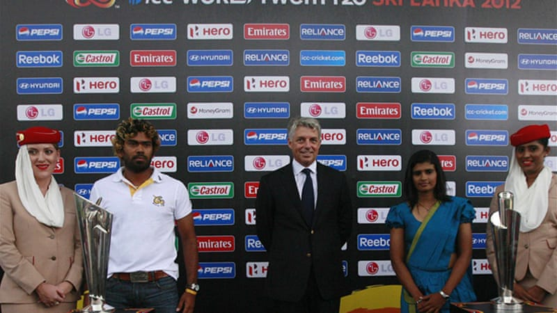 Sri Lanka captains Lasith Malinga and Shashikala Siriwardena pose with Twenty20 trophies [Reuters]